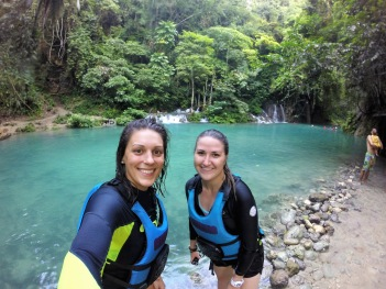 We go cliff jumping in Kawasan Falls, Cebu!